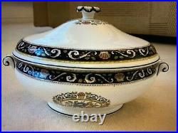 Wedgwood Runnymede covered vegetable bowl. Dark blue. Excellent condition. Rate